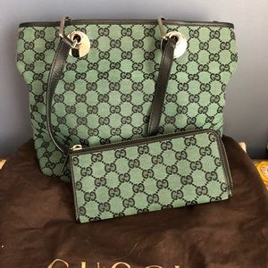 Gucci purse and wallet
